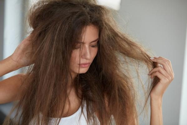 髪 絡まる 原因
